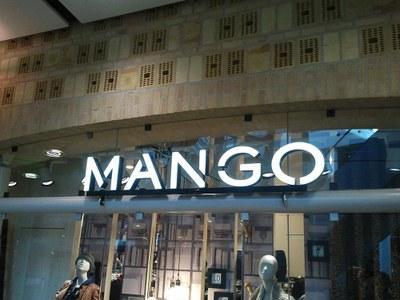 Licht reclame MANGO 2.jpg