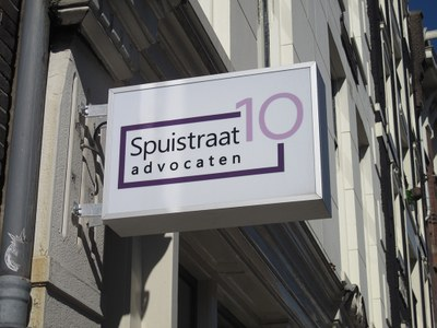Lichtbak Spuistraat 10 advocaten.JPG