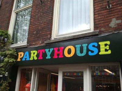 Gevel stickers Partyhouse.jpg