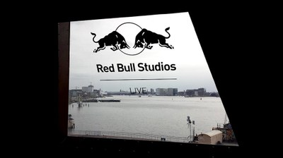 Raamstickers RED BULL Studios.jpg